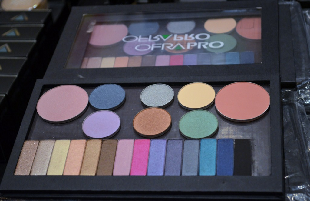 Ofra Pro Magnetic Palette by Ofra Cosmetics  At The Makeup Show Orlando