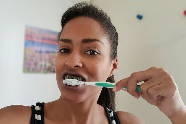 Brush teeth with activated charcoal for teeth whitening